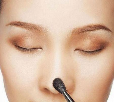 Trucos de maquillaje para disimular una nariz grande