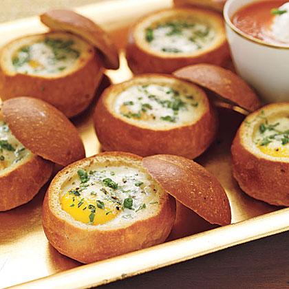 Pancitos con huevo y hierbas