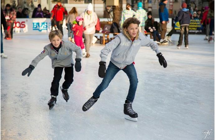 Juegos y actividades para entretener a los más chicos en las vacaciones de invierno