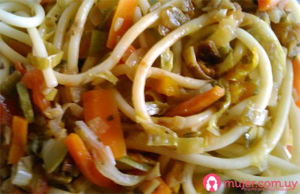 Verduras al wok con tallarines| Receta
